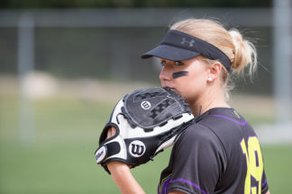 slow-pitch-vs.-fastpitch-softball-gloves