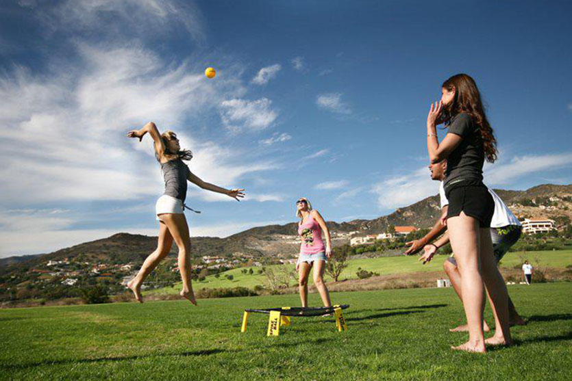 How to Play Spikeball