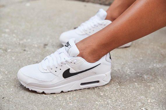 Nike Air Max 90 Shoes